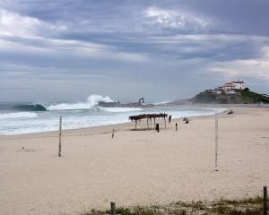 Obras nas pedras da Barrinha garantem tubos perfeitos na praia de Itaúna em Saquarema