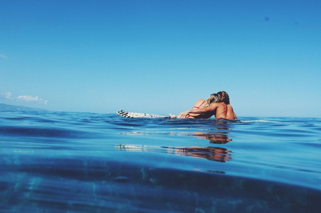 photographer-model-surfer-couple-travels-world-jay-alvarrez-alexis-ren-22-630x419