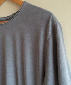 Detalhes camiseta estonada cinza