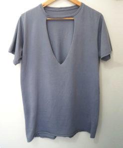 camiseta estonada feminina com decote